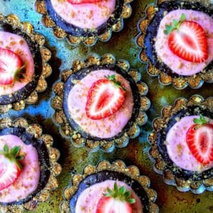 .strawberry smores tarts